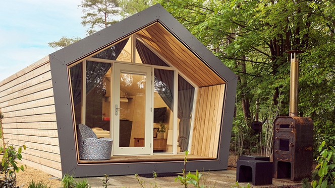 Thumb The couple Diamond Suite wooden build with terrace