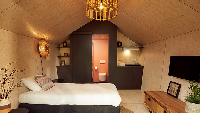 Thumb The couple Diamond interior with pink ensuite bathroom